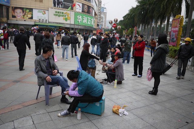 shoe shiners in Zhuhai, Guangdong