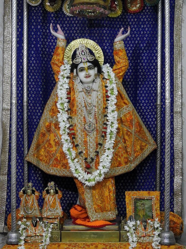 Radha Govind Devji Deity Darshan 05 Jan 2017 (13)