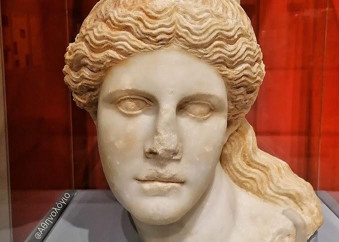 Τύμβος Καστά: Η κεφαλή της Σφίγγας από την είσοδο του Τάφου