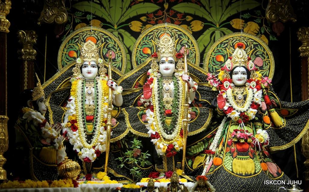 ISKCON Juhu Sringar Deity Darshan on 4th June 2016 (25)