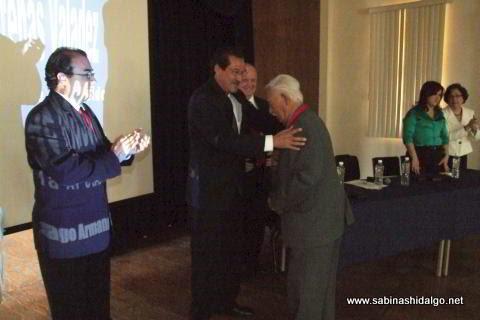 Entrega de medalla al Profr. Jorge Mascareñas Valadez
