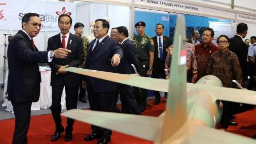 Jokowi Rencanakan Utang Asing Rp1,7 Kuadriliun Beli Alutsista, Pengamat Pertahanan Mengaku Kaget