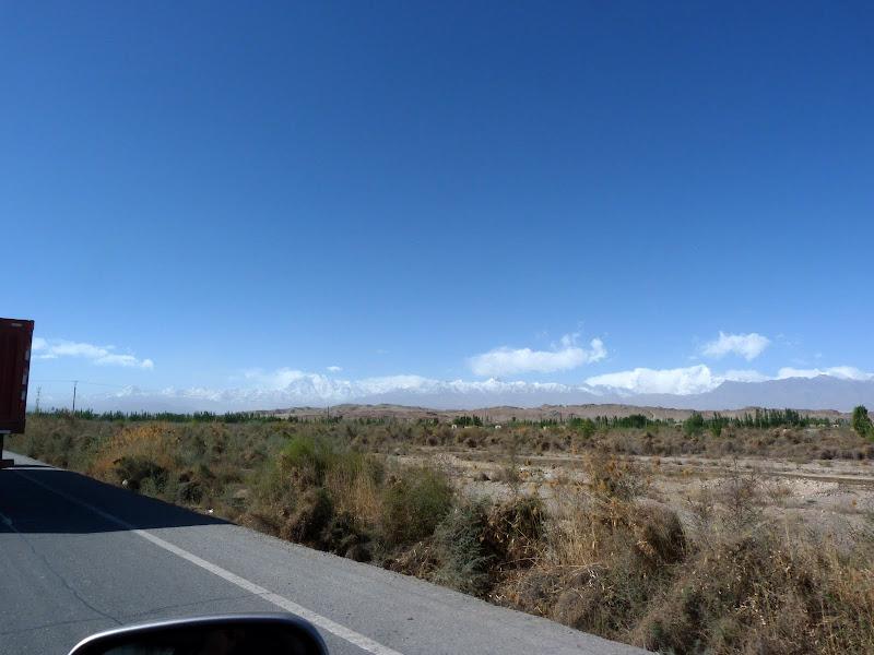 XINJIANG. Karakoram Highway, lune des plus haute route au monde, en passant a 4400 m - P1280462.JPG