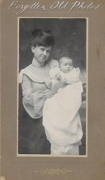 Mrs S Zwerfel 1904 Craigs