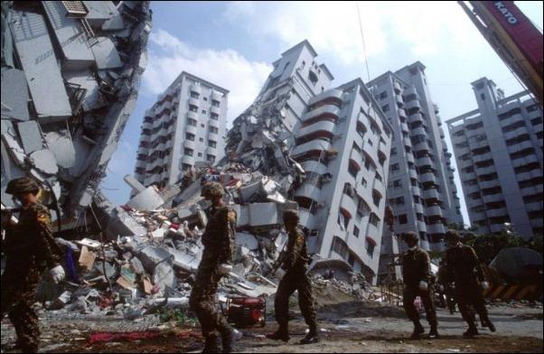 Молитва за постраждалих від землетрусу жителів Непалу