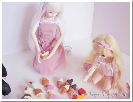 The first ball jointed doll scolding a smaller (yosd sized) doll for reaching for the junk food shaped erasers.