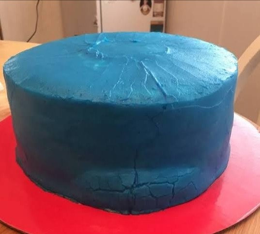 SOLUTIONS TO BULGING IN FONDANT CAKES