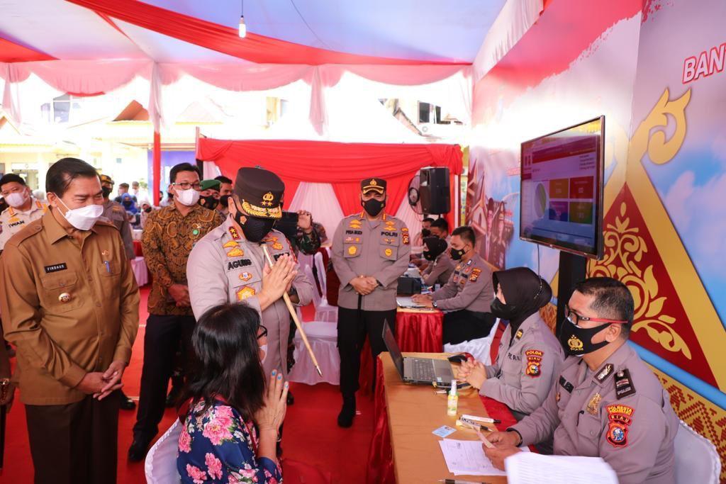 Salurkan Dana 2,6 M, Penyaluran Bantuan Tunai Pedagang Kaki Lima Dan Warung (BTPKLW) Di Mako Polresta Pekanbaru