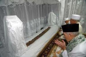 Pandangan Habib Umar bin Hafidz Tentang Ziarah Maqam Auliya