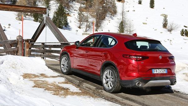 Alfa_Romeo-Stelvio-rear