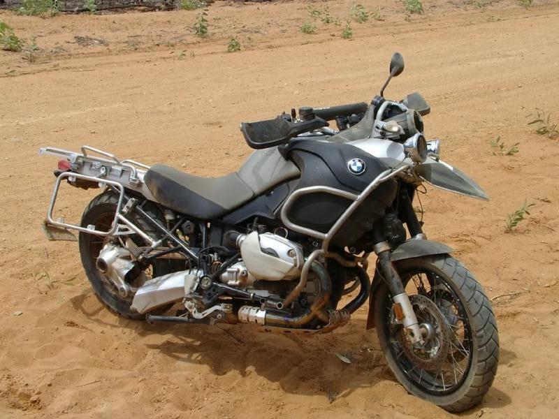 Hang loat xe moto cua BMW bi gay chang ba - 8