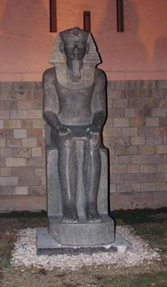 Os arqueólogos descobrem o antigo templo egípcio com dezenas de deusas de guerra chefiadas por leões 06