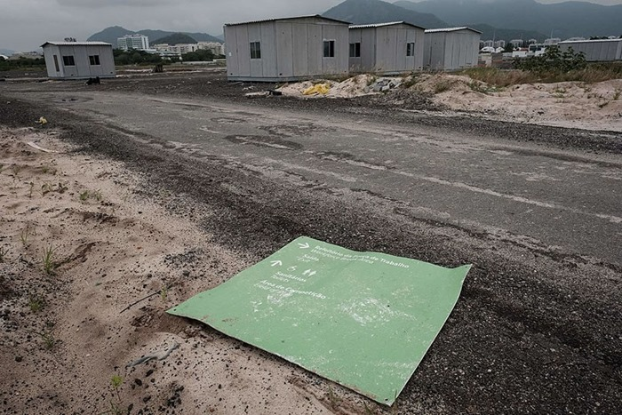 maracana-olympic-facilities-fall-apart-urban-decay-rio-2016-1