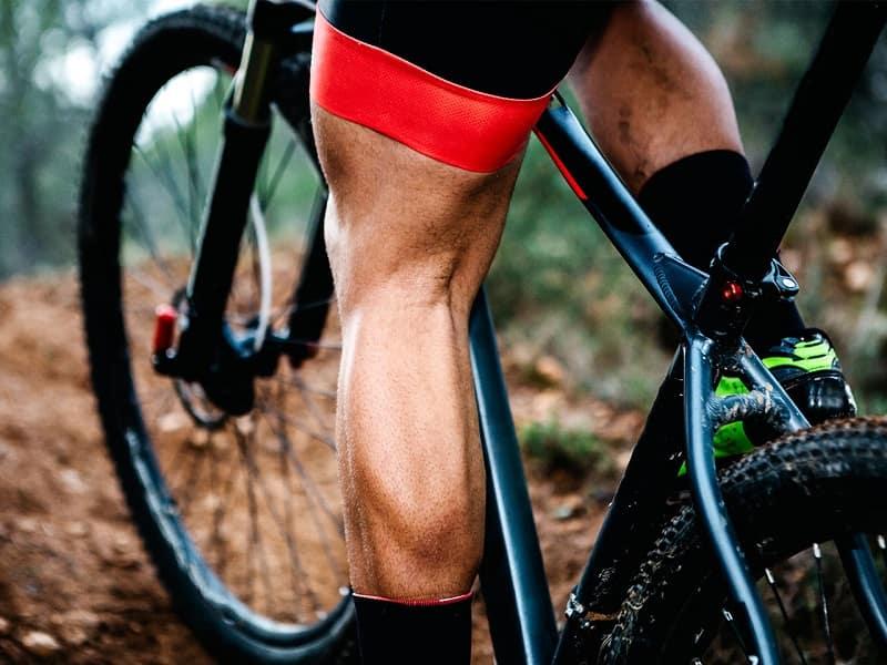 đạp xe phát triển cơ bắp chân