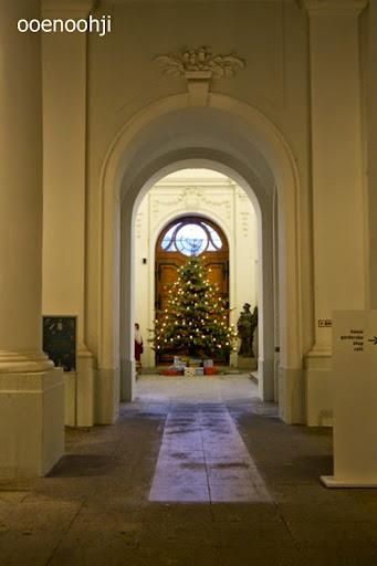 ドレスデン・建物の中のクリスマスツリー