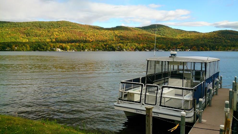 Lake George是座大湖,湖邊很多小碼頭及遊艇