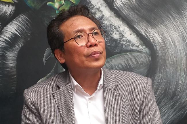 Kritik Tajam Menghujam Jubir Jokowi, Fadjroel Rachman