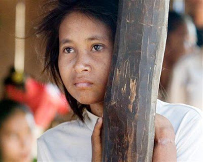 https://lh3.googleusercontent.com/-xCDF-Lsqxm4/TYMN4eZqgBI/AAAAAAAAABc/qUEJabQs3P0/s200/feral_cambodia.jpg
