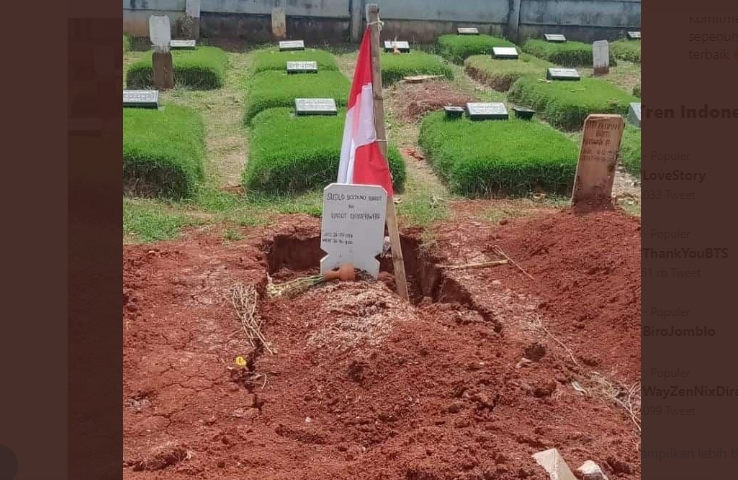 Warganet Unggah Foto Kuburan Budi Djarot Amblas, Benarkah?