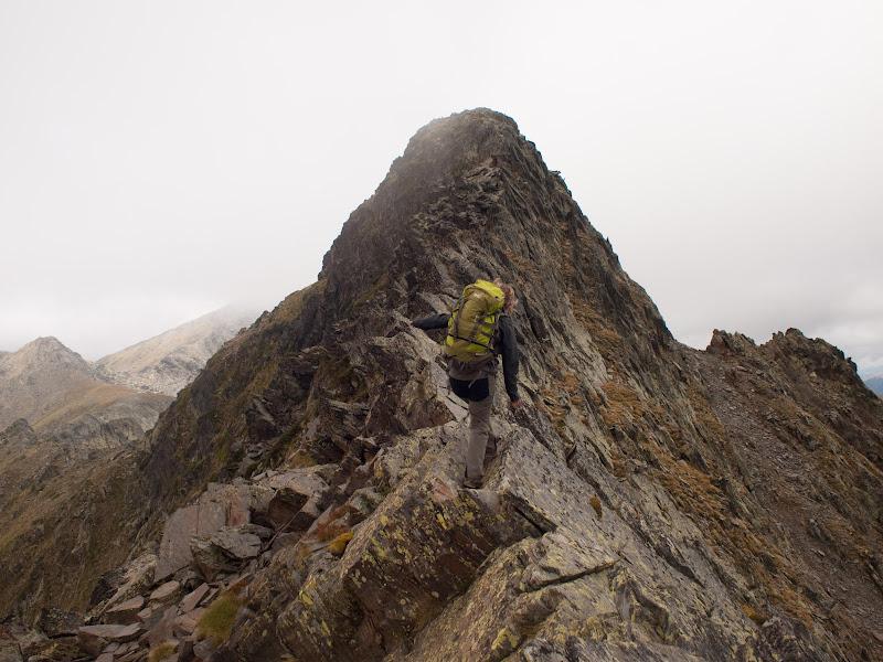 Passos d'equilibri a la cresta d'Angonella