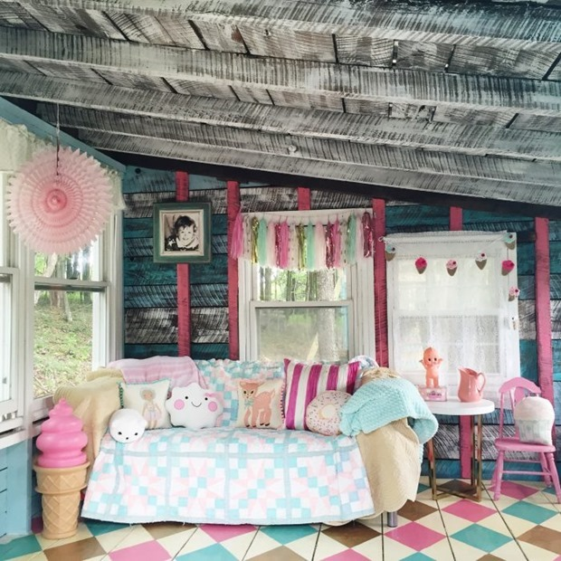 She-Shed-turned-playroom-decorated-700x700