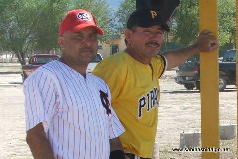 Damián Garza y Pablo O. Buentello del torneo sabatino de softbol