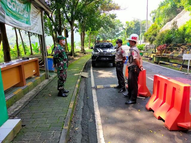 Tingkatkan Keamanan di Obyek Vital Babinsa Koramil 1902/PLD Kodim 0619/PWK Laksanakan Bintahwil