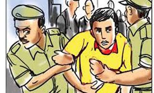 पूर्णियां:बच्चा अगवा के शक पर लोगों ने दो युवक को पकड़ पुलिस को सौंपा।