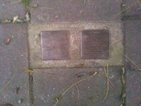 Maaierstraat 33  - Stolpersteine voor:  Abraham Herman Frankenhuis en Mathilde Rosette Frankenhuis-Frenk.
