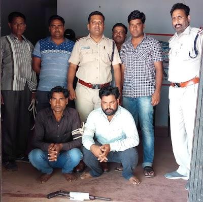 थाना प्रभारी एवं खोड़ पुलिस की कार्यवाही अवैध हथियार के साथ दो लोग गिरफ्तार