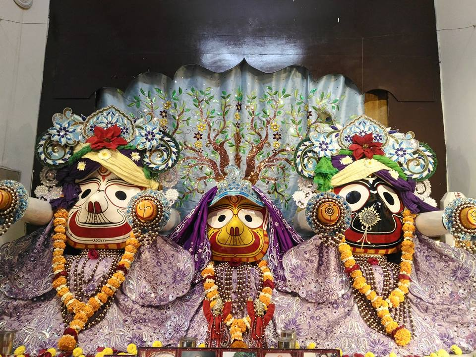 ISKCON Rajkot Deity Darshan 01 Jan 2017 (2)