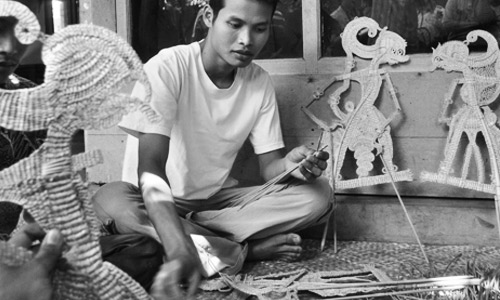 pembuatan kerajinan Wayang Suket