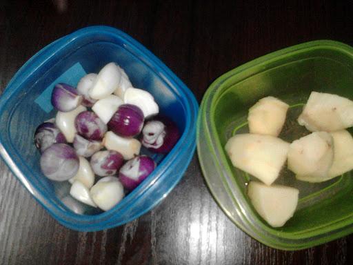Kupas bawang merah, bawang putih, halia, resepi mee kari