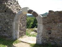 A vár hajdani kapuja felújítás után. Csáky Károly felv..JPG