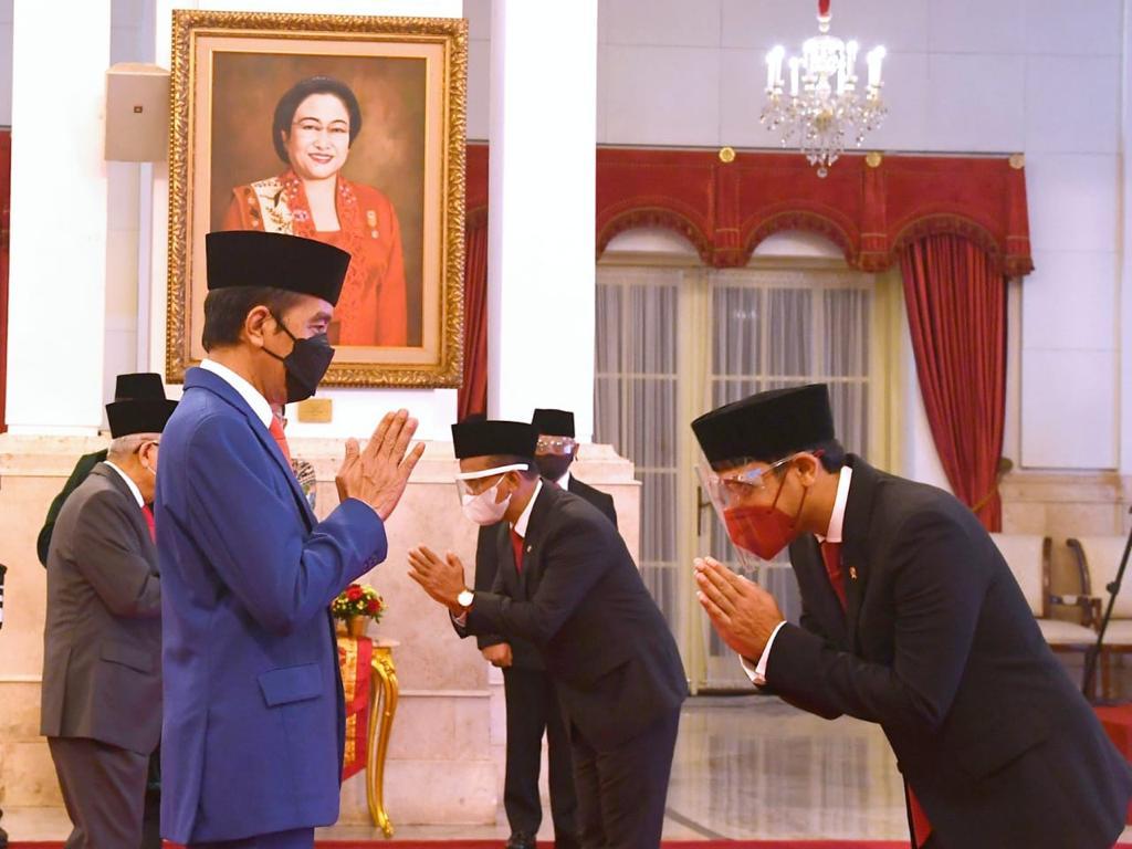 Presiden Jokowi Lantik Menteri Investasi, Mendikbudristek, dan Kepala BRIN
