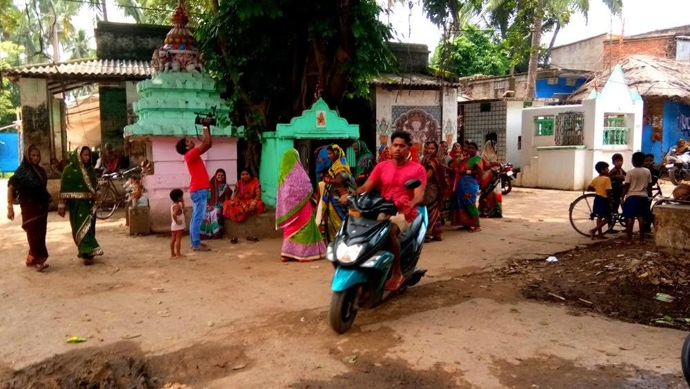 Gallery - Orissa: In the village | LIFE OF US