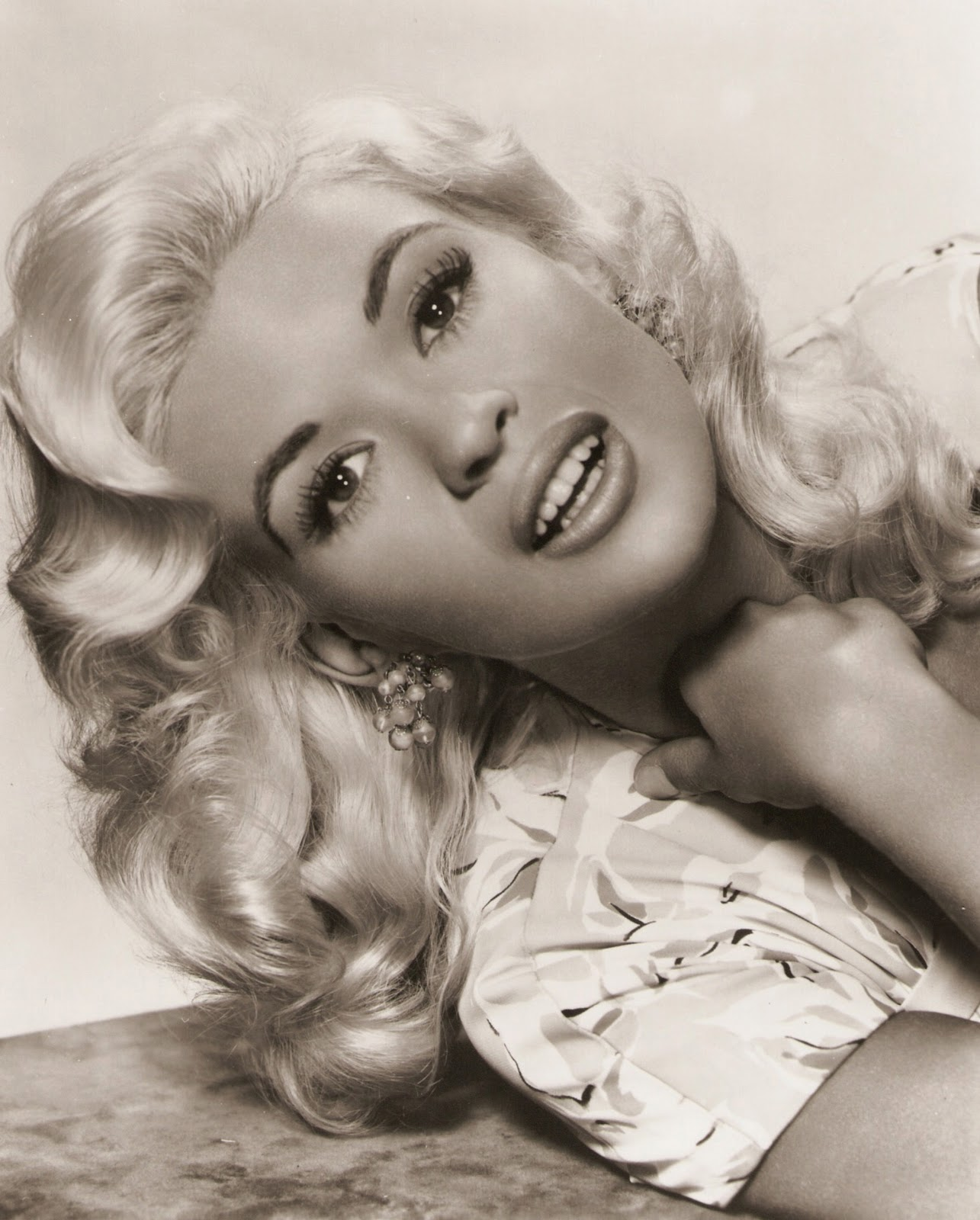 Dazzling divas photo portret the sexy jayne mansfield part 2 for How old was jayne mansfield when she died