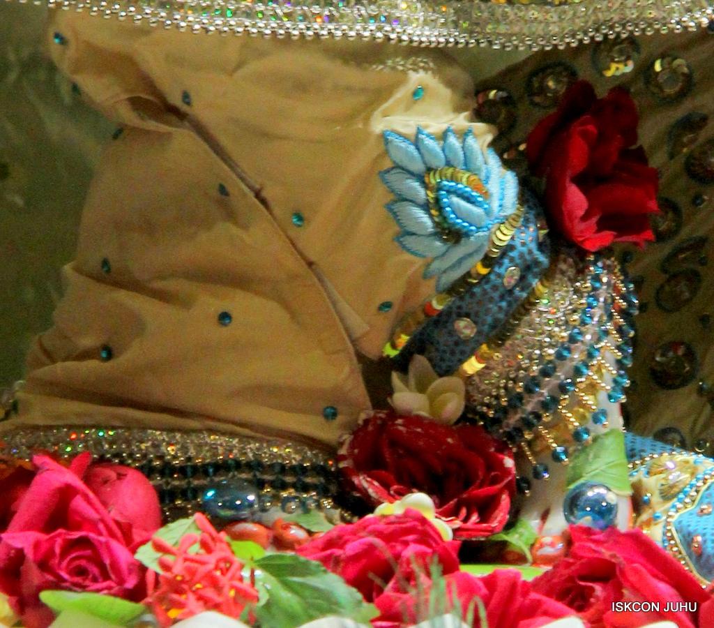 ISKCON Juhu Sringar Deity Darshan on 30th Dec 2016 (11)
