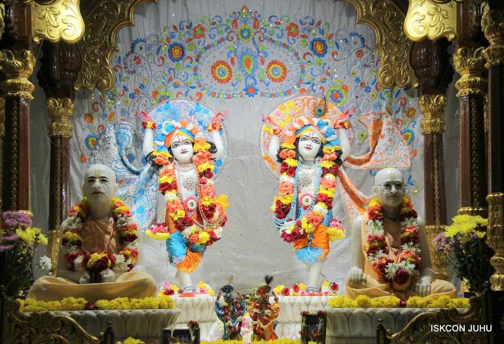 ISKCON Juhu Sringar Deity Darshan on 11th Aug 2016 (42)