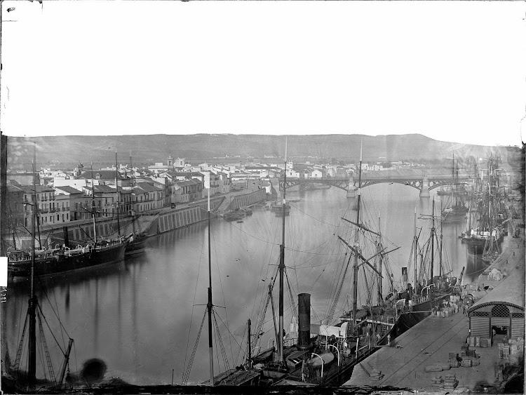 Vapor VINUESA o SEVILLA en el puerto de Sevilla. Fecha indeterminada. Fototeca del Patrimonio Historico.jpg