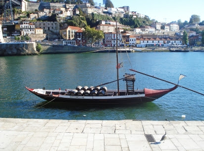A boat floating in Douro