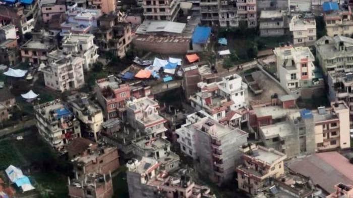 Korban Gempa Jarah Bantuan