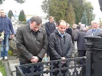 09-Simon Csaba és Porubán Ferenc koszorúznak.jpg