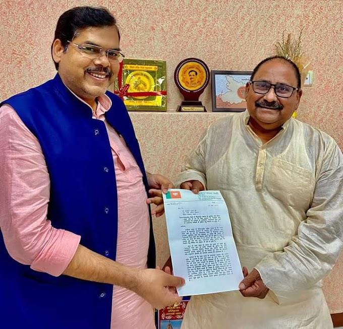 नारायणी रिवर फ्रंट के ड्रीम प्रोजेक्ट के पूरा होते ही बैकुंठपुर के पूर्व भाजपा विधायक मिथिलेश तिवारी ने पर्यटन मंत्री से कर दी यह मांग