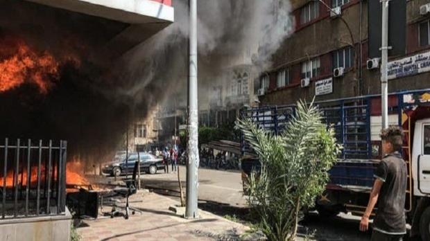 Kelaparan Gara-gara Pandemi Corona, Massa Membakar Sejumlah Bank.