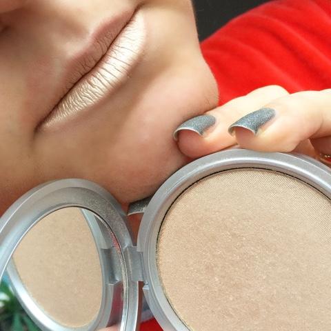 Evdeki Makyaj Malzemelerimiz İle Metalik Dudaklar