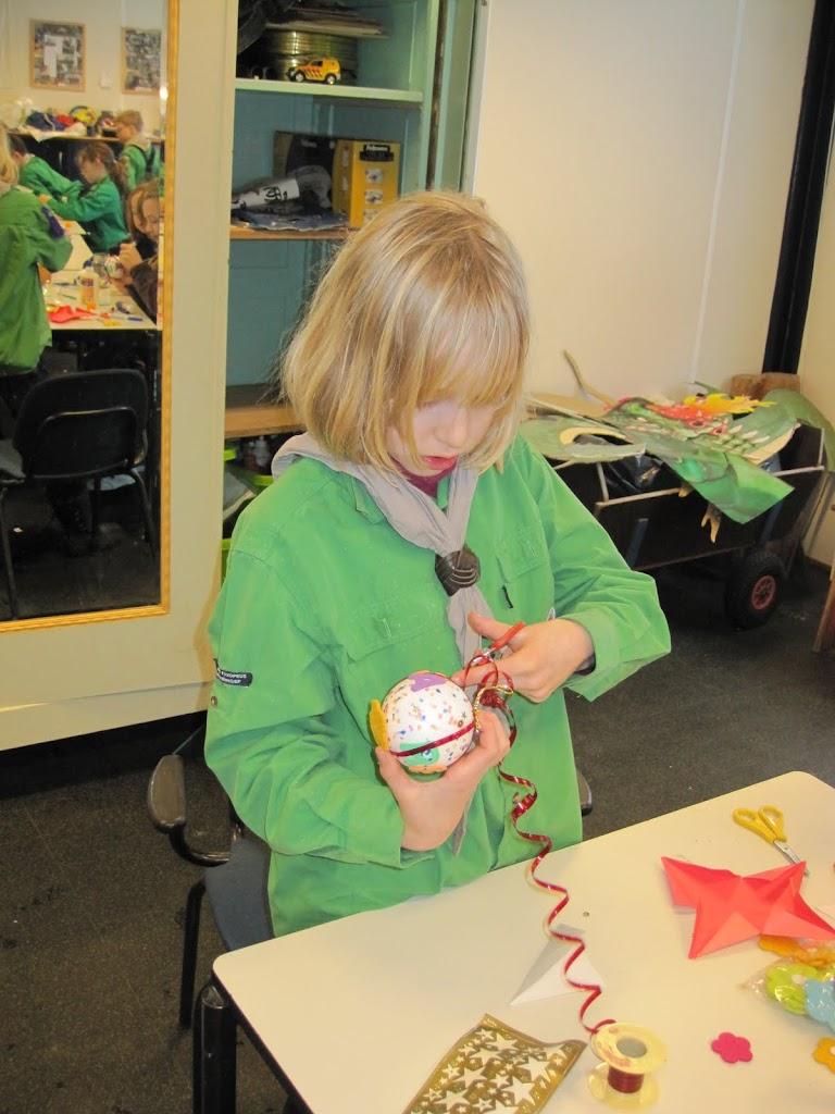 Welpen - Sneeuwpret en kerstbal maken - IMG_2690.JPG