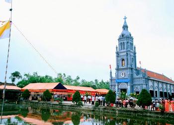 Làm phép và Khánh thành nhà thờ giáo họ Tự Tân