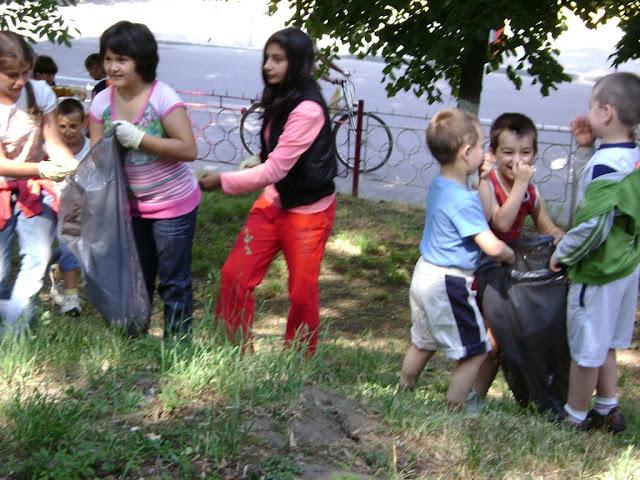 Actiune in colaborare cu Clubul Copiilor pentru pastrarea naturii curate - proiect educational - mai - DSC01738.JPG