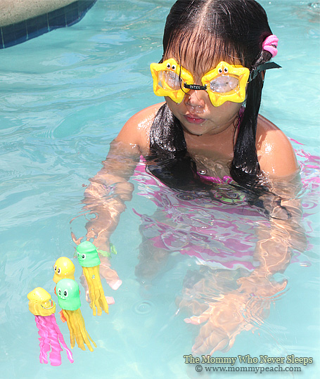 Swimming Pool Games We Love Find The Colorful Squids Mommy Peach